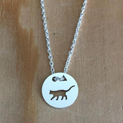 Token's - Collier - Chat debout