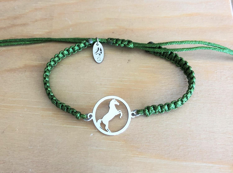 Cheval cabre brac cordon 1