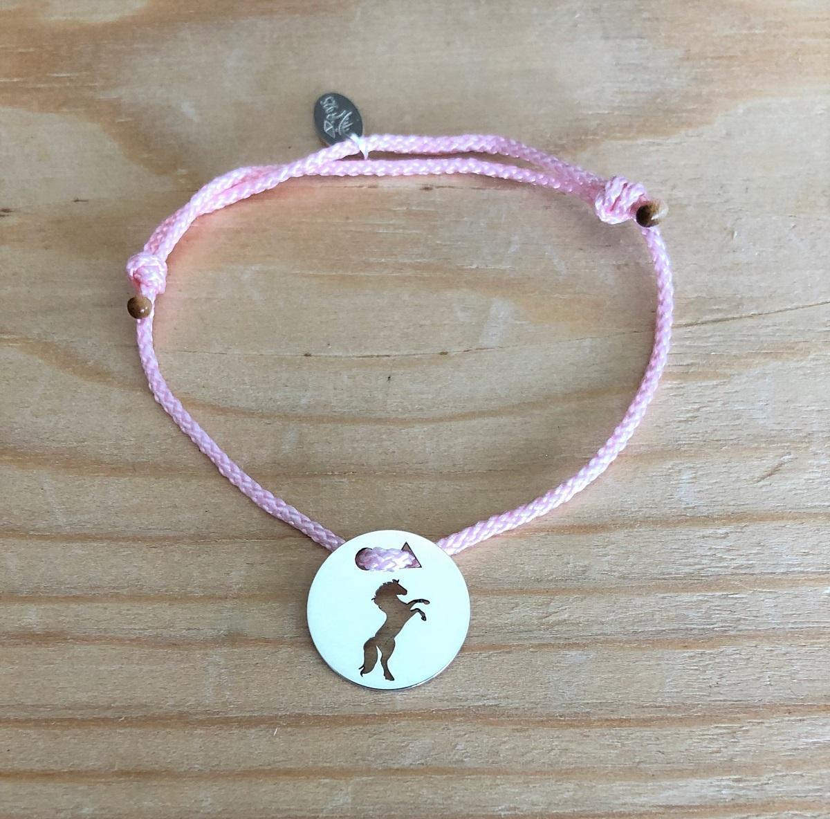 Cheval cabre brac cordon