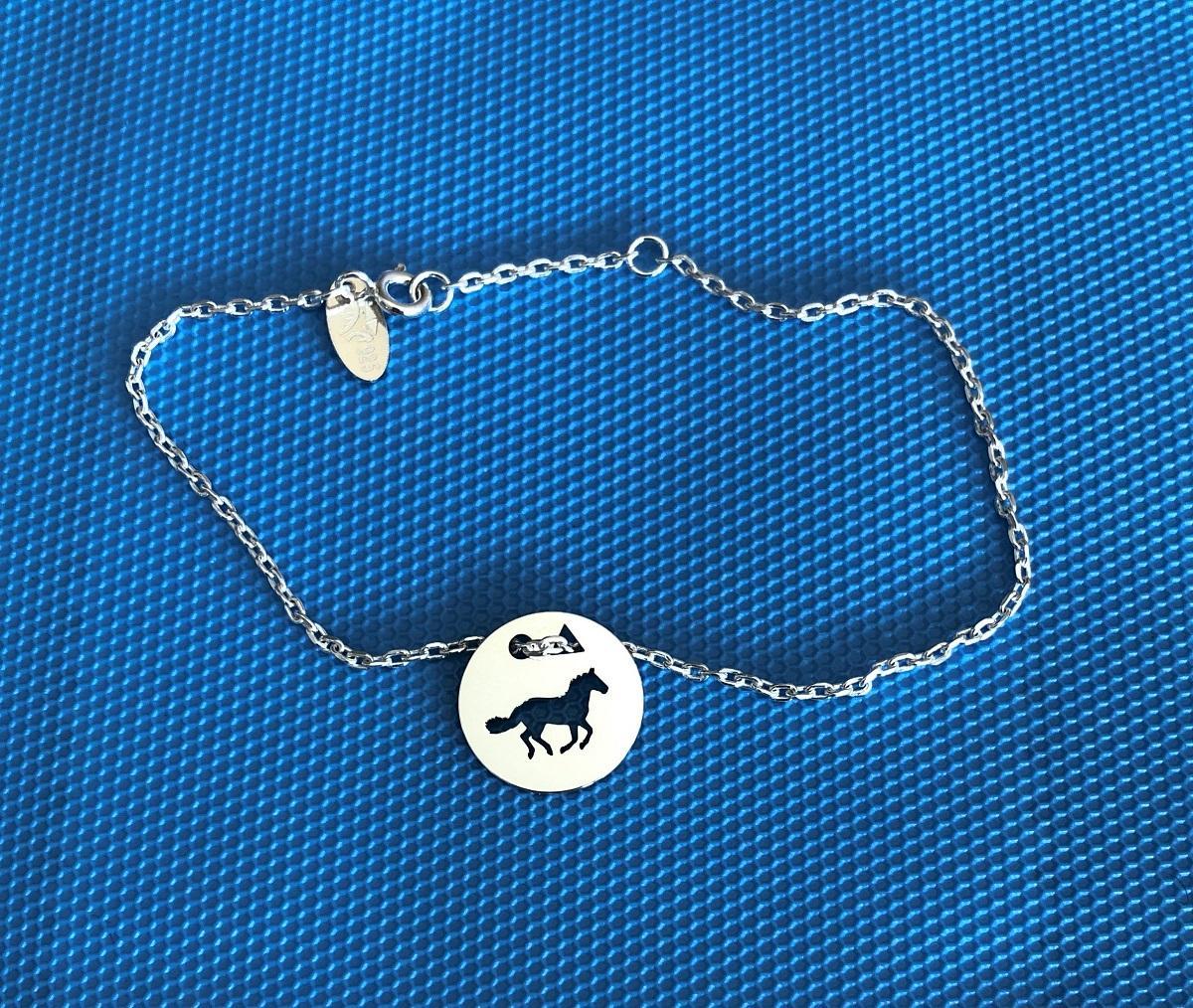 Cheval galop brac chaine f bleu