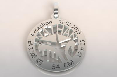 La médaille de naissance  cabane du bassin d'Arcachon  (or blanc 750/1000 )