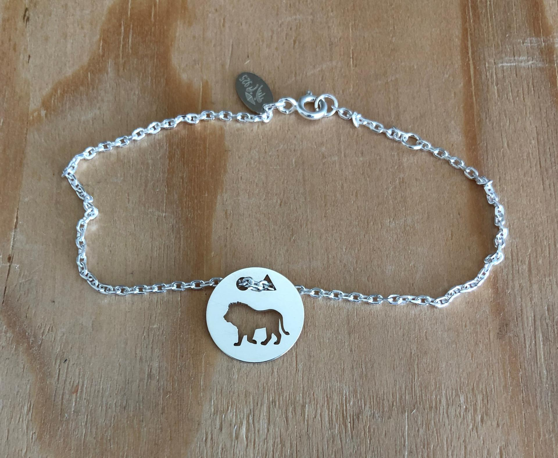 Lion brac chaine